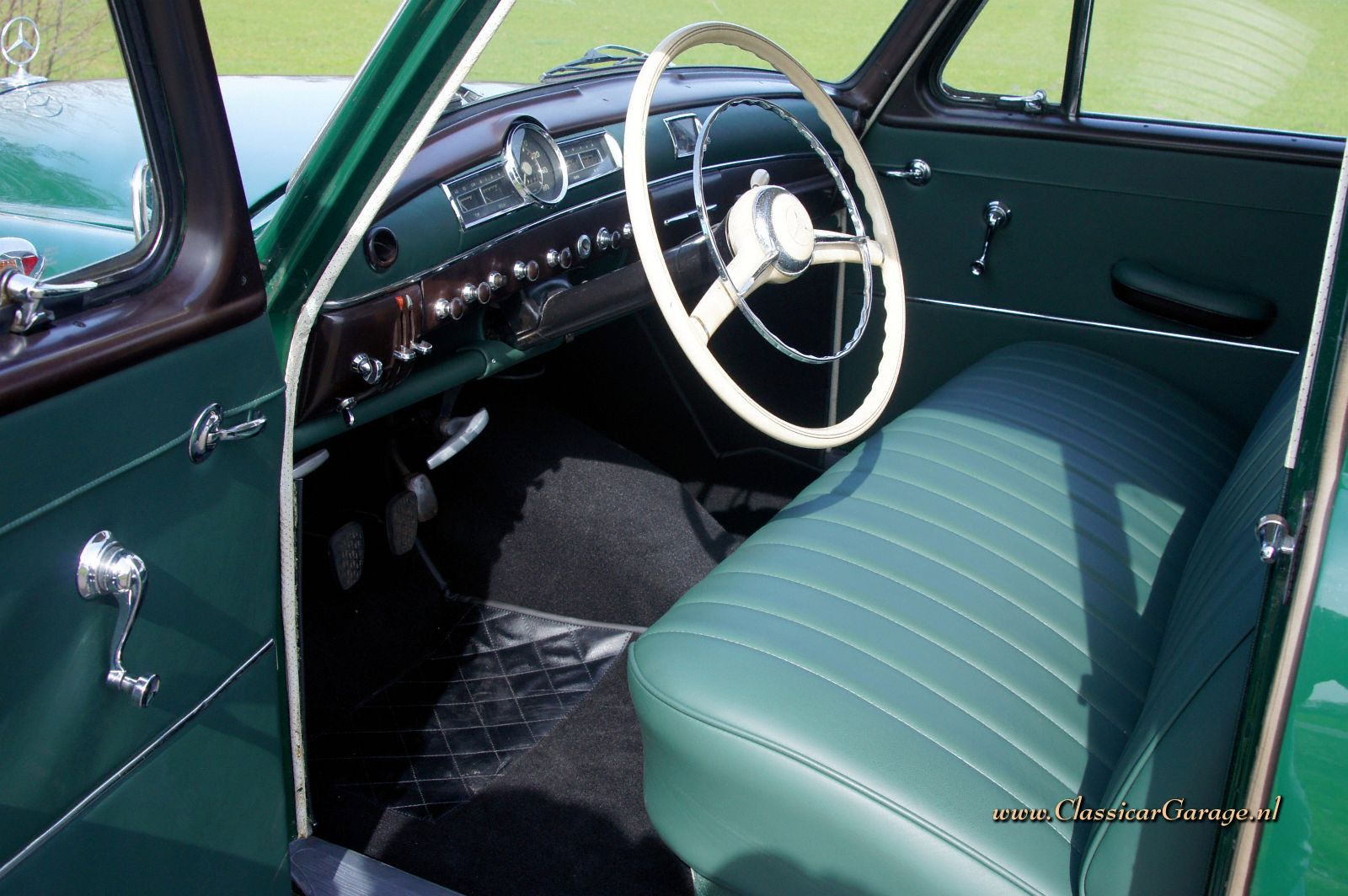 Mercedes-Benz 180 (W120 ponton), 1958 details