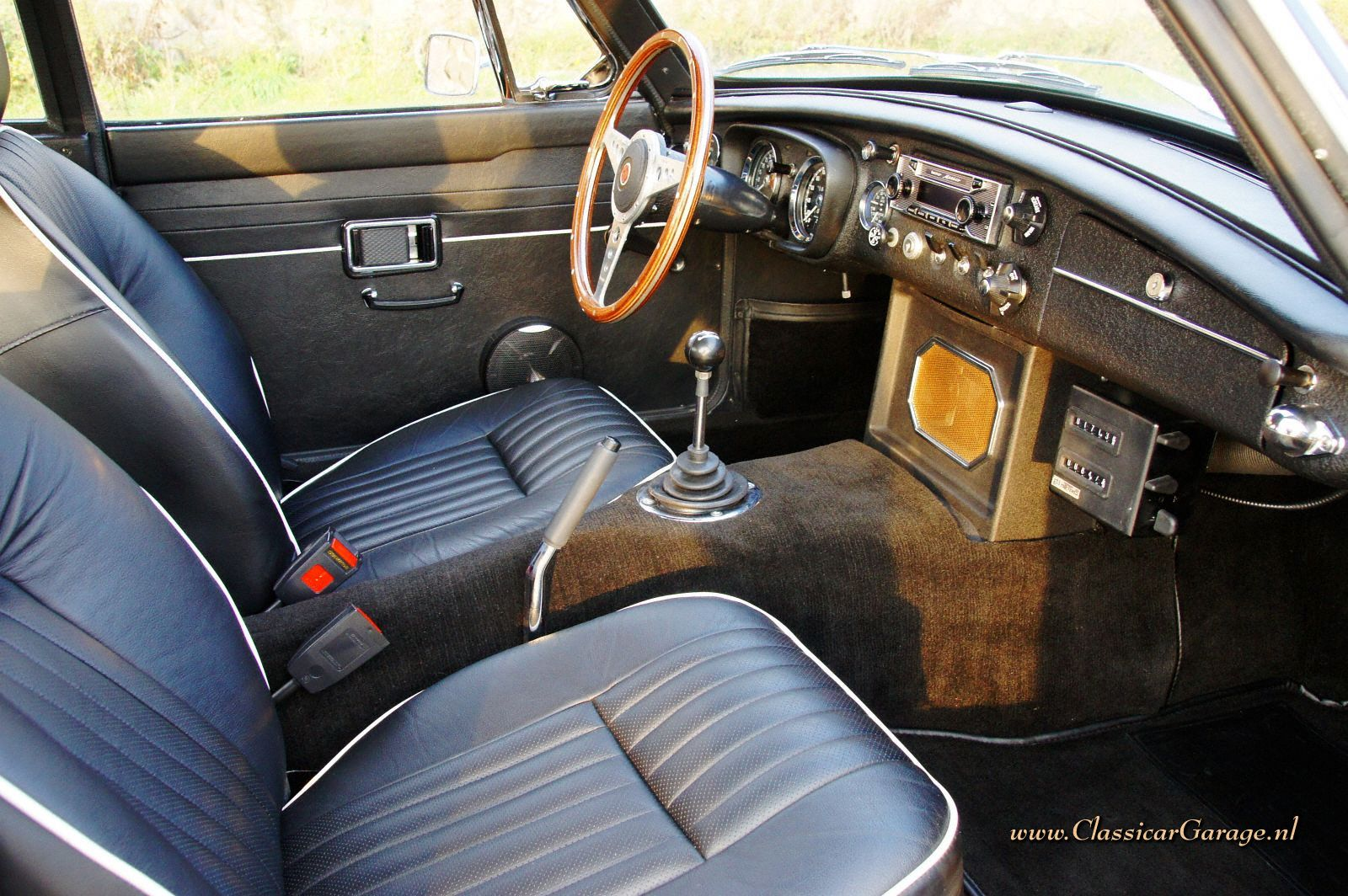 Car picker mg mgc interior images for Interior images